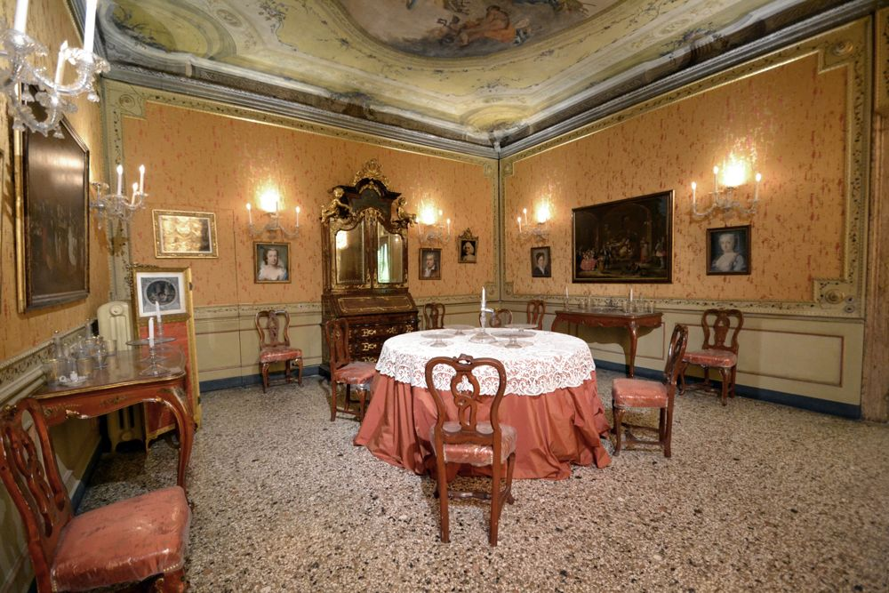 If You Want To Indulge To Your Interest For 18th Century Venetian  Lifestyle, The Museum Of Cau0027 Mocenigo Is One Of The Most Appropriate Places  Where To Go.